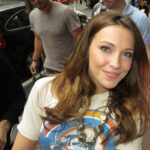 Katie Cassidy med BECKlace